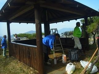 s�@-2桜の園で東屋の塗装修繕.JPG